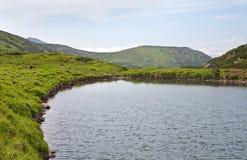 Lago alpestre Brebeneckul en las montañas del verano imágenes de archivo libres de regalías