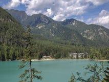 Lago alpestre en el verano foto de archivo libre de regalías