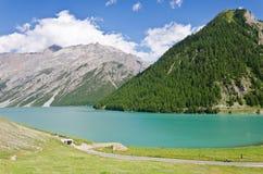 Lago in alpi Fotografie Stock