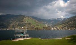 Lago in alpi austriache Immagine Stock