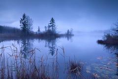 Lago alpino Barmsee nel crepuscolo Immagini Stock