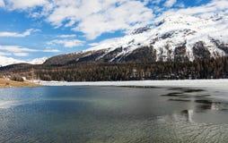 Lago alpino congelado Fotografía de archivo libre de regalías