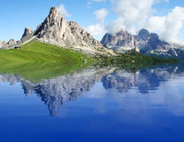 Lago alpino da montanha Foto de Stock