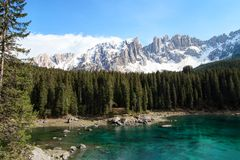 Lago alpino delle alpi delle dolomia, Italia Immagine Stock
