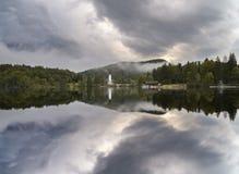 Lago alpino, el lago esloveno Bochinjsko Foto de archivo
