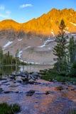 Lago alpino en el desierto blanco de la nube cerca de Sun Valley, Idaho Imágenes de archivo libres de regalías