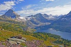Lago alpino en Sunny Fall Day Imágenes de archivo libres de regalías