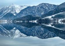 Lago alpino Grundlsee, Austria di inverno Fotografia Stock