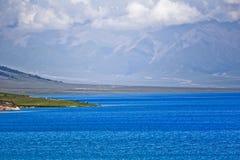 Lago alpino, lago della montagna Fotografie Stock Libere da Diritti