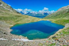 Lago alpino Languard del lago piccolo nelle alpi di Rhaetian nella valle di Engadine Fotografia Stock