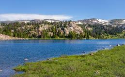 Lago alpino a lo largo de la carretera de Beartooth Parque de Yellowstone, Wyoming Fotografía de archivo libre de regalías