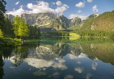 Lago alpino nelle alpi di Julian, Laghi di fusine Fotografia Stock