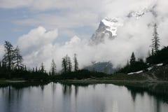 Lago alpino no inverno Fotografia de Stock Royalty Free