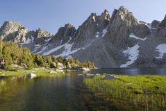 Lago alpino in sierra Nevada Fotografie Stock Libere da Diritti