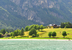 Lago alpino su estate Immagini Stock Libere da Diritti