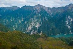 Lago alpino sulla diga di Korube in alpi giapponesi Fotografia Stock Libera da Diritti