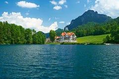 Lago Alpsee a Hohenschwangau vicino a Monaco di Baviera in Baviera Fotografie Stock
