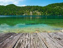 Lago Alpsee a Hohenschwangau vicino a Monaco di Baviera in Baviera Immagini Stock Libere da Diritti