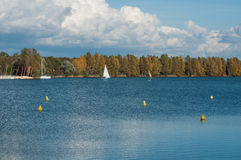lago alsaziano con la tavola a vela in autunno Fotografia Stock Libera da Diritti