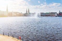 Lago Alster a Amburgo il giorno soleggiato Fotografia Stock Libera da Diritti