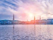 Lago Alster e panorama di inverno della città di Amburgo Immagine Stock Libera da Diritti