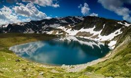 Lago in alta montagna Fotografia Stock