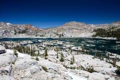 Lago in alta sierra montagne, California Immagini Stock Libere da Diritti