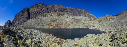 Lago in alte montagne di Tatra Fotografia Stock