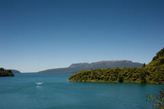 Lago & montanha - Tarawera Fotos de Stock