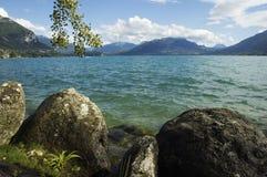Lago Annecy e montagne Immagine Stock Libera da Diritti