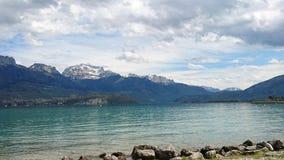 Lago ANNECY, montagna francese dei alpes Immagini Stock