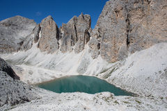 Lago Antermoia - montagne di Dolomiti delle dolomia (Italia) Catinaccio Rosengarten Fotografia Stock Libera da Diritti