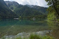 Lago Anterselva en la última primavera Foto de archivo
