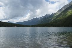 Lago Anterselva en la última primavera Imagenes de archivo