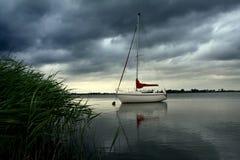 Lago antes da tempestade Imagens de Stock Royalty Free