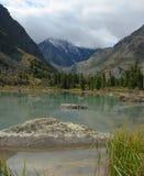 Lago antes de una tempestad de truenos. Foto de archivo libre de regalías