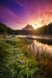 Lago Antorno con el moun famoso de Tre Cime di Lavaredo Drei Zinnen Imagenes de archivo