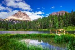 Lago Antorno y Tre Cime di Lavaredo en dolomías, Italia Fotos de archivo