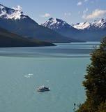 Lago Argentino en el Patagonia - la Argentina Foto de archivo libre de regalías