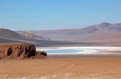 Lago asciutto nelle montagne immagini stock