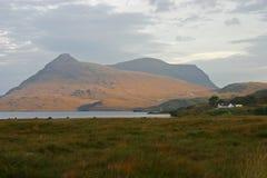 Lago Assynt y Spidean Coinich Imagenes de archivo