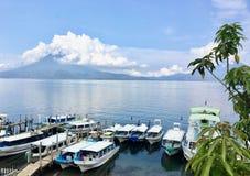 Lago Atitlan, Guatemala - 20 de mayo de 2018: Una vista espectacular a imágenes de archivo libres de regalías