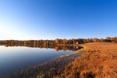 Lago autumn en madrugada Fotografía de archivo libre de regalías