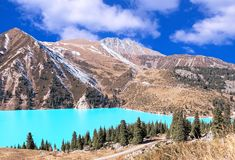 Lago Autumn Season Clouds emerald Big Almaty Imagem de Stock