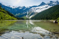 Lago avalanche na mola imagem de stock