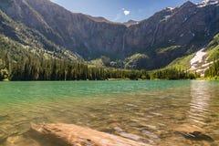 Lago avalanche, parque nacional de geleira fotos de stock