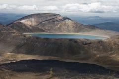Lago azul con el lago Rotoaira Fotografía de archivo libre de regalías