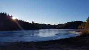 Lago azul congelado imagem de stock royalty free