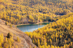 Lago azul da montanha Imagens de Stock Royalty Free