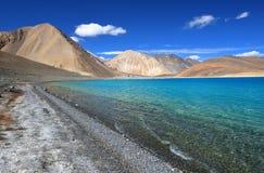 Lago azul da montanha Imagem de Stock Royalty Free